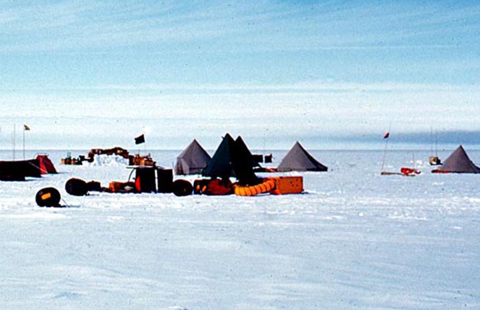 The tent sites and aircraft support equipment at Beardmore Base.